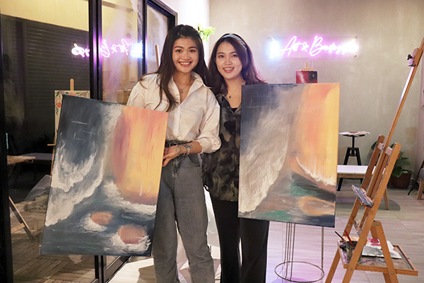 big-canvas-wine-and-art-sip-and-paint-art-and-bonding