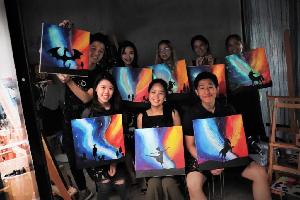 glow-in-the-dark-workshop-kl-art-and-bonding-painting-art-class-wine-sip-paint